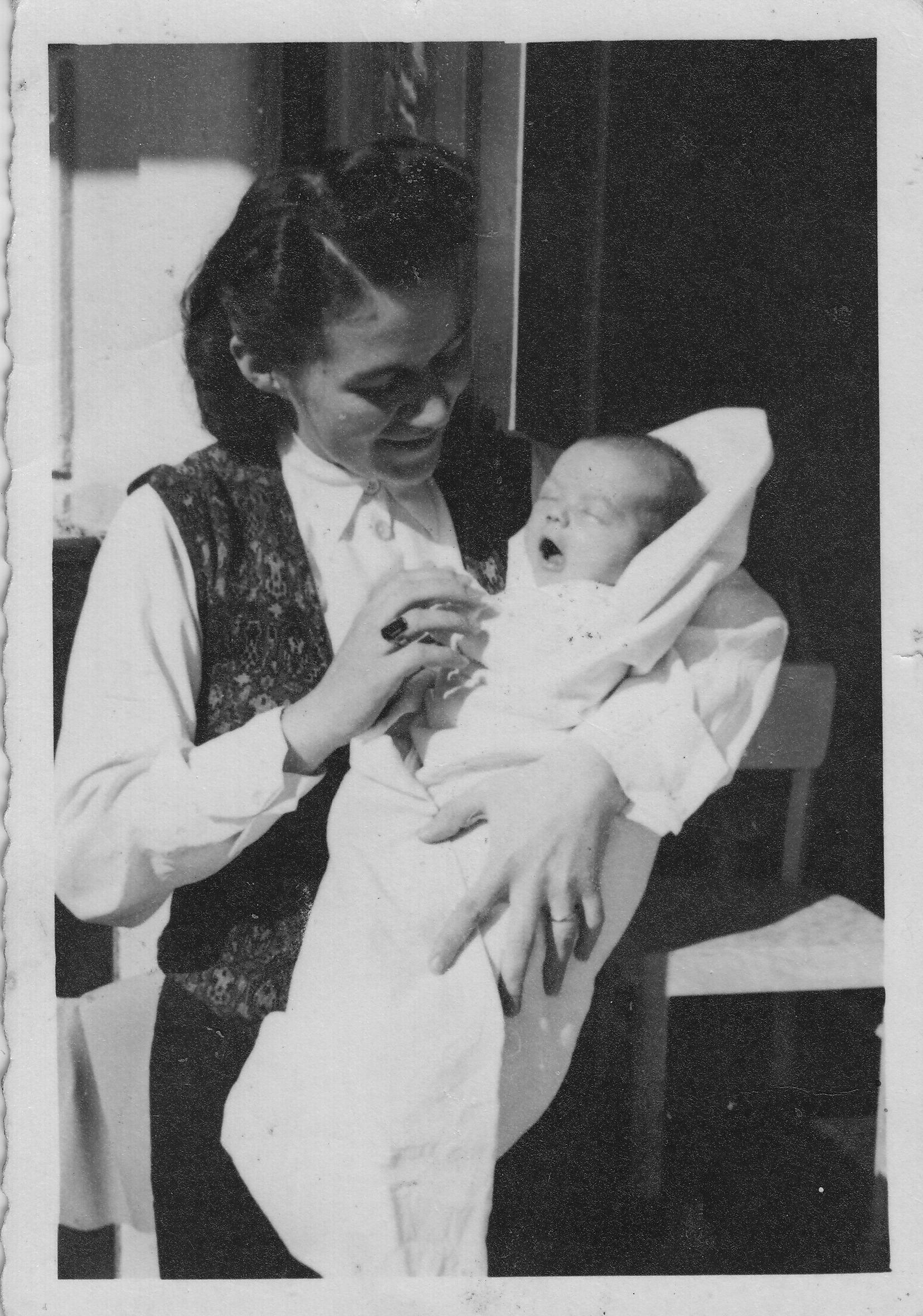 1943 b Astrid & Mutter im Heim Wienerwald